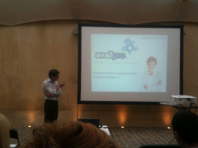 Antoine Buhl intervient à la conference sur le web marketing hotelier