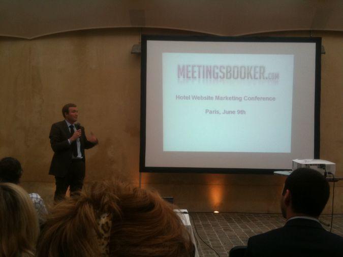 Ciaran Delaney intervient à la conference sur le web marketing hotelier
